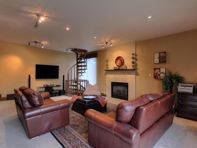 127 Quesnell Cres Edmonton AB-MLS_Size-031-59-Family Room-640x480-72dpi.jpg