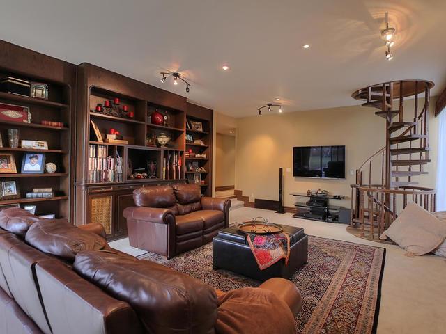 127 Quesnell Cres Edmonton AB-MLS_Size-032-50-Family Room-640x480-72dpi.jpg