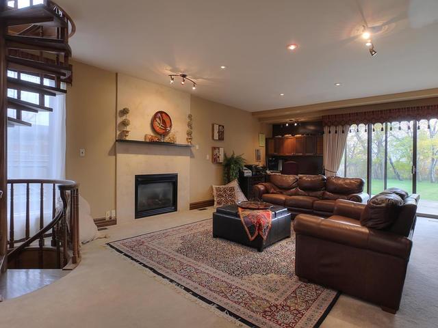 127 Quesnell Cres Edmonton AB-MLS_Size-033-85-Family Room-640x480-72dpi.jpg
