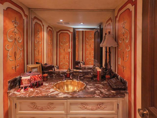 127 Quesnell Cres Edmonton AB-MLS_Size-035-46-Half Bathroom-640x480-72dpi.jpg