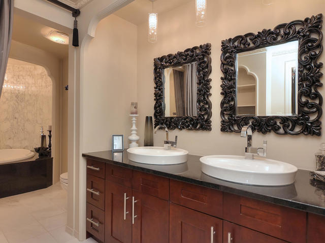 127 Quesnell Cres Edmonton AB-MLS_Size-049-93-Master Bedroom Ensuite-640x480-72dpi.jpg