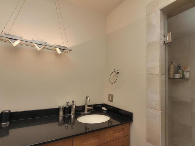 127 Quesnell Cres Edmonton AB-MLS_Size-058-74-Bathroom-640x480-72dpi.jpg