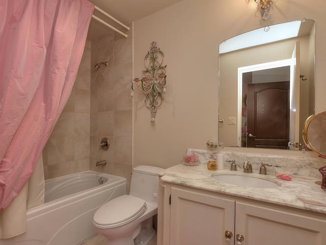 127 Quesnell Cres Edmonton AB-MLS_Size-059-86-Bathroom-640x480-72dpi.jpg