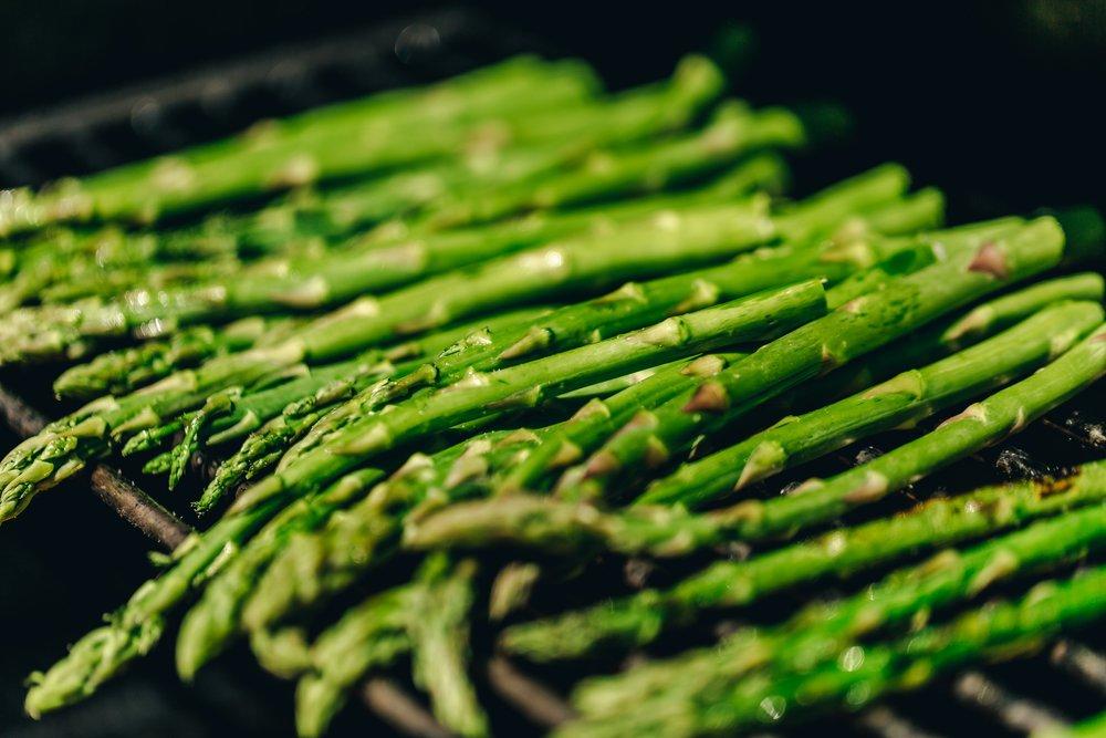 pile-of-asparagus-on-a-bbq.jpg