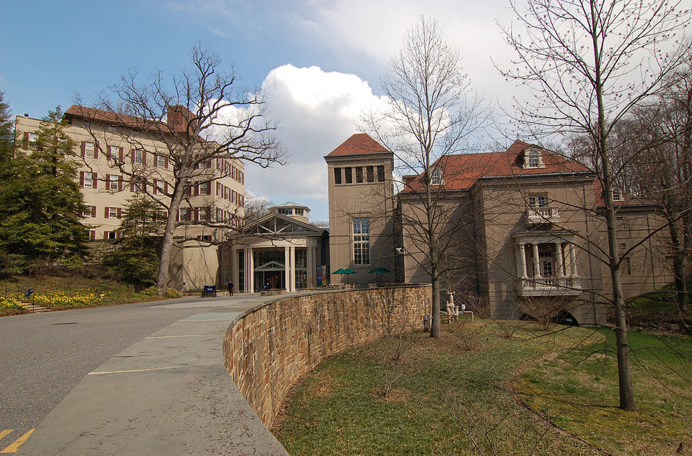 1200px-Winterthur_Museum_Building_Wide_Angle_2969px.jpg