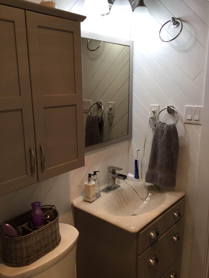 before-small-bathroom-reno-1.jpg
