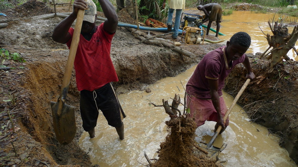 Illegal small scale mining brings a host of problems in its wake |  DW AKADEMIE - AFRICA
