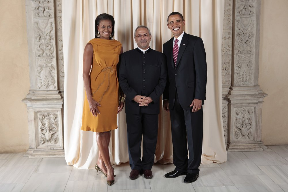 Jose Ramos-Horta poses with President Barack Obama and First Lady Michelle Obama pose for a photo during a reception at the Metropolitan Museum in New York, Sept. 23 2009 |  LAWRENCE JACKSON