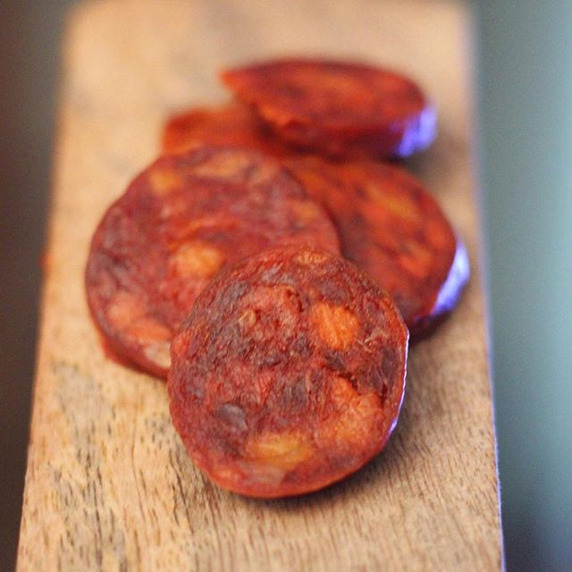 Nibbling some chorizo this Friday... 🐖 . . . #charcuterie #blenhiempalace #countryfilelive #britishcharcuterie #farming #chorizo #pig #pork #britishcharcuterieawards