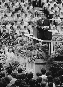 Billy_Graham_(1966)_by_Erling_Mandelmann.jpg