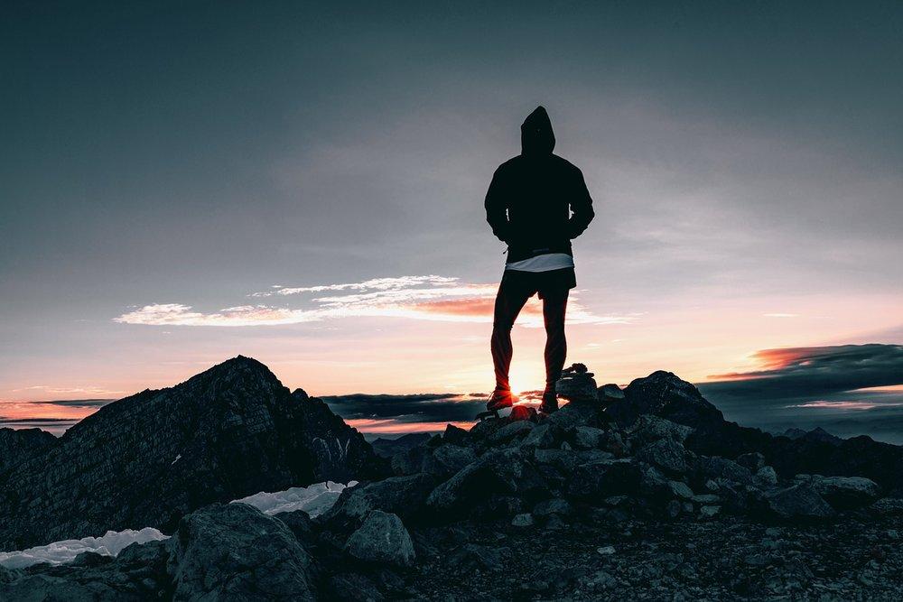 hiker-1082297_1280.jpg