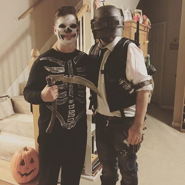 Had a great time hanging out with family last night. #pubg #pubgmobile #fortnite #halloween #brothers #family #costumes #cosplay