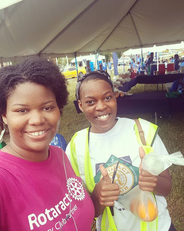 Saturday morning #5K with the GB Shipyard Social Club for their 3rd Annual 'Our Kids' Future Matters' Fun, Run, Walk with @rotaractfreeport242 ! 🏃‍♀️ Now time to get to work helping out with food, hair braiding and health screenings 💪 #serviceaboveself #fellowshipthroughservice #rotary #Rotaract #weekendvibes #realtor #bahamas
