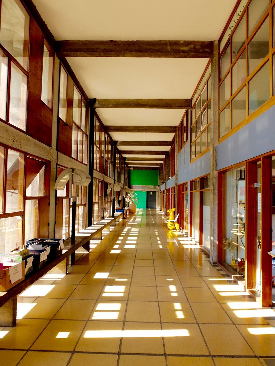 marseille-architecture-cite-radieuse-corbusier-hallway