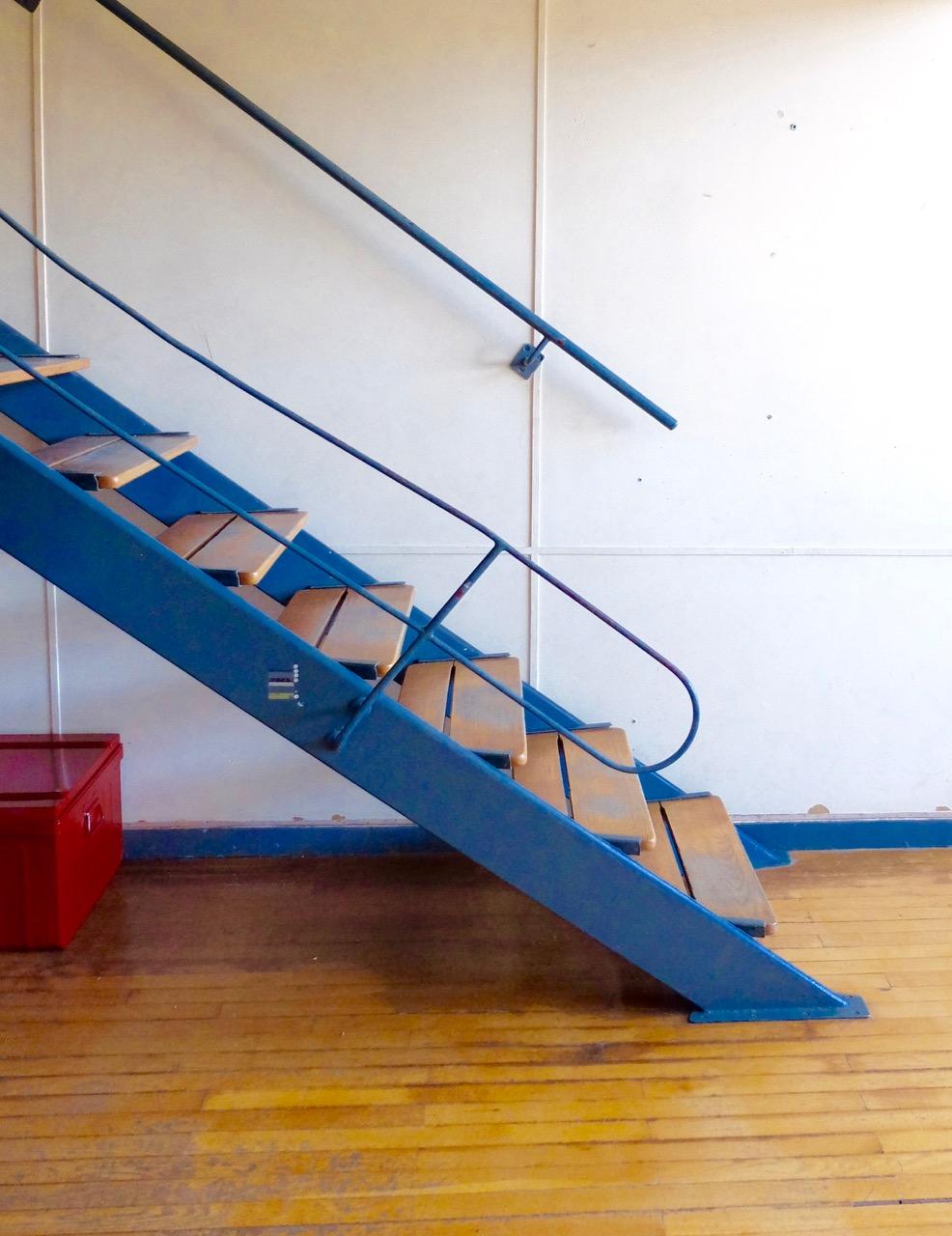 marseille-architecture-cite-radieuse-corbusier-stair-apartment