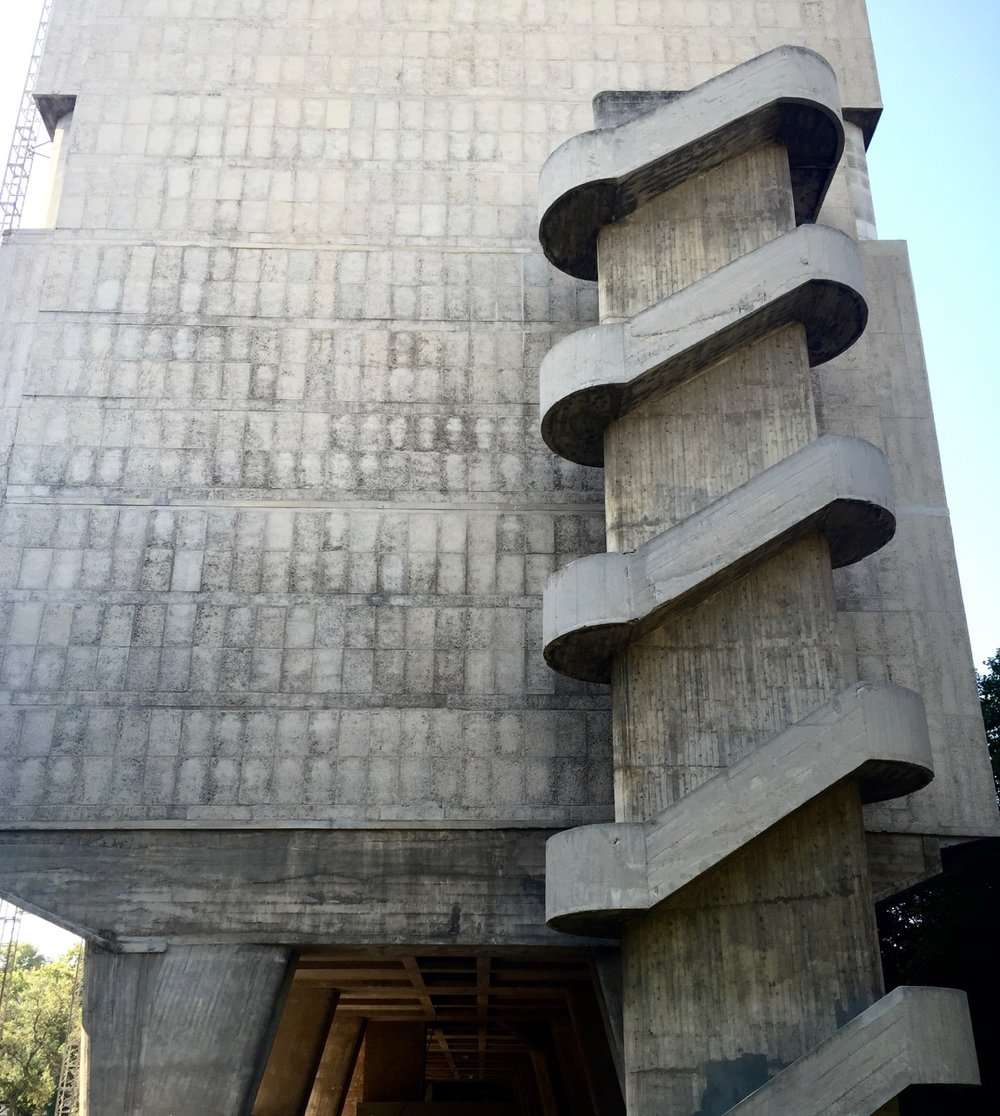 marseille-architecture-cite-radieuse-corbusier-staircase