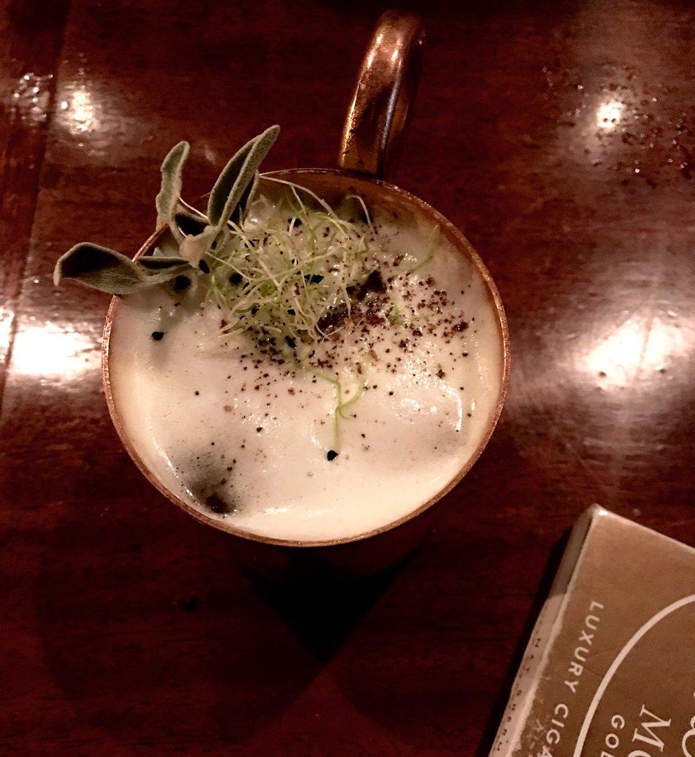 marseille-cocktail-bar-gaspard-gin-copper-mug