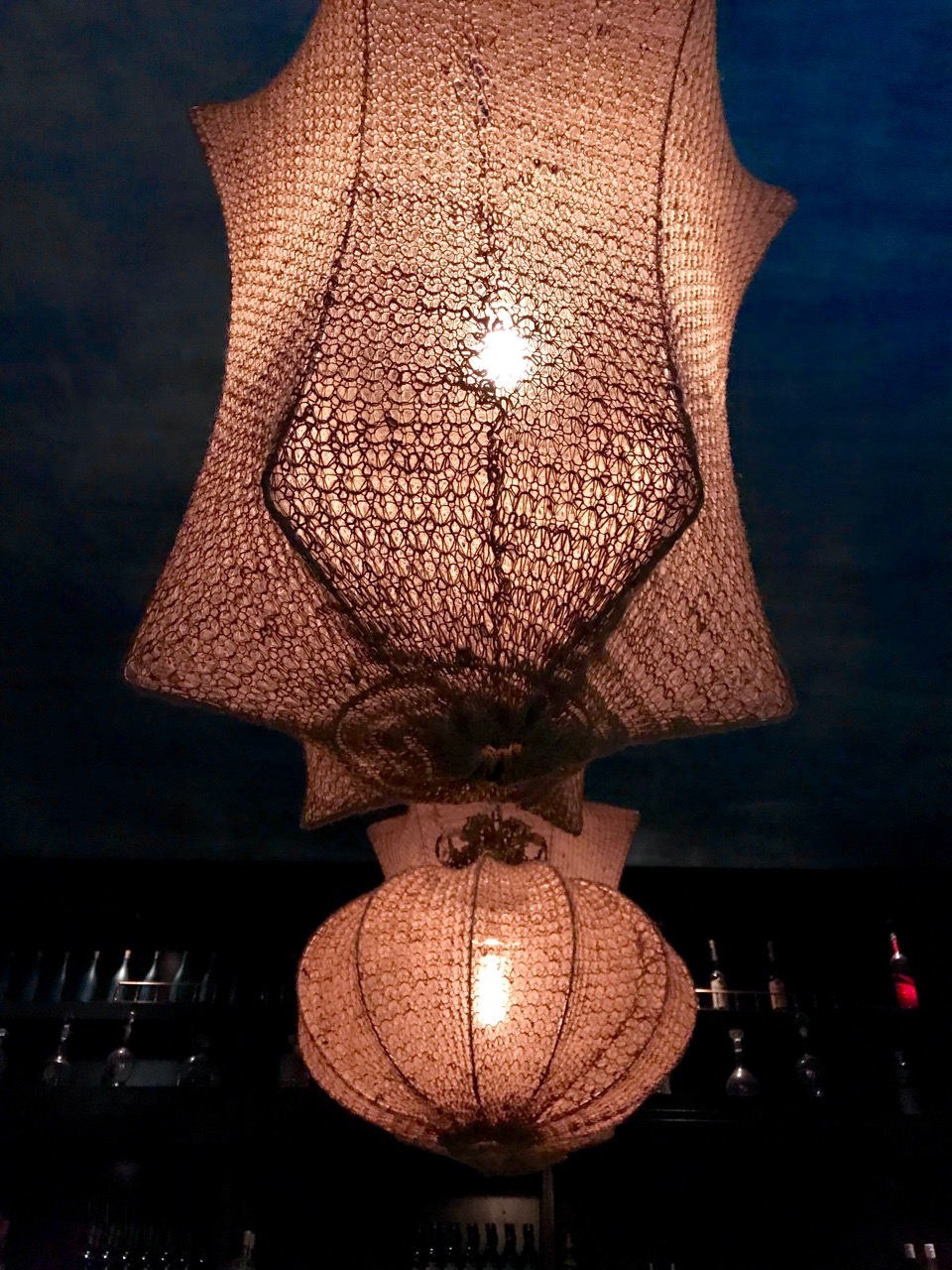 marseille-cocktail-bar-gaspard-lamp-honore