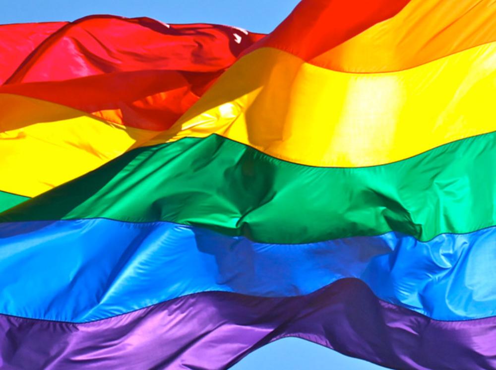Marco do design contemporâneo, bandeira do arco-íris é herança das marchas de protesto da década de 1970 -
