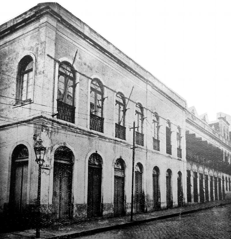 Fachada do Club dos Caçadores na Rua Andrade Neves