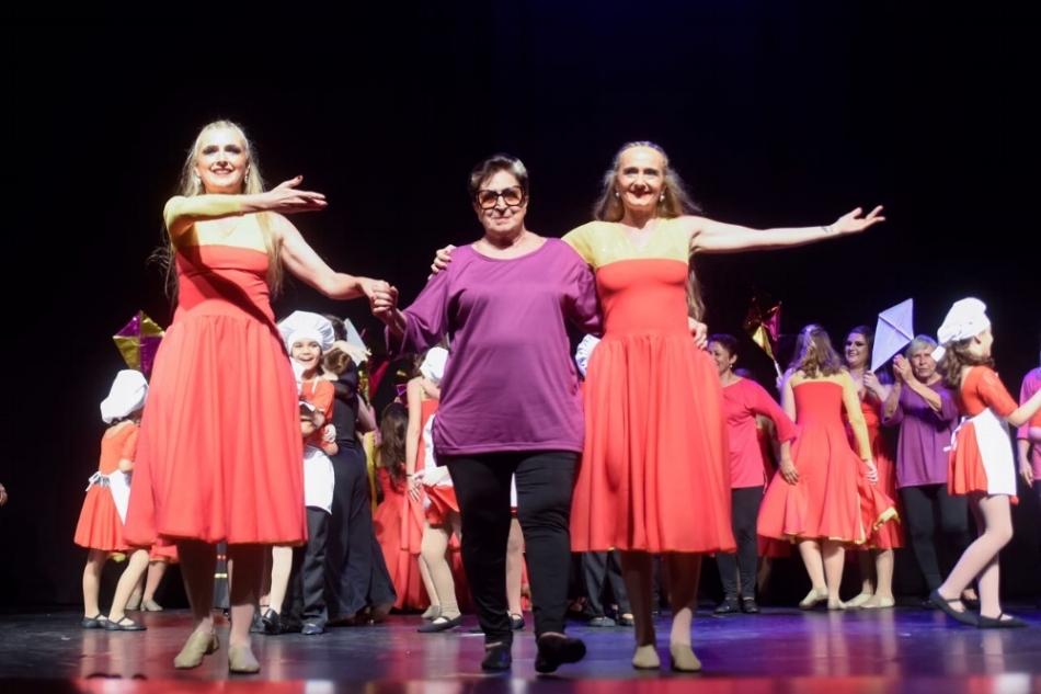 Anelise (à esq.), Vera e Graziela Guerra: mãe e filhas no espetáculo de final de ano da escola de dança fundada há 45 anos (Foto Cláudio Etges/Divulgação)