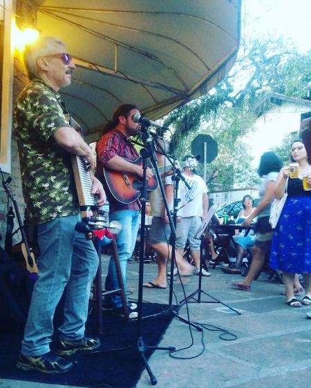 Gaspo Harmônica no projeto  Música na Calçada  (Foto Maria Lima/Divulgação)