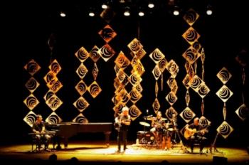 Cenário para show de Nei Lisboa no Theatro São Pedro, em 2015 (Foto/Divulgação)