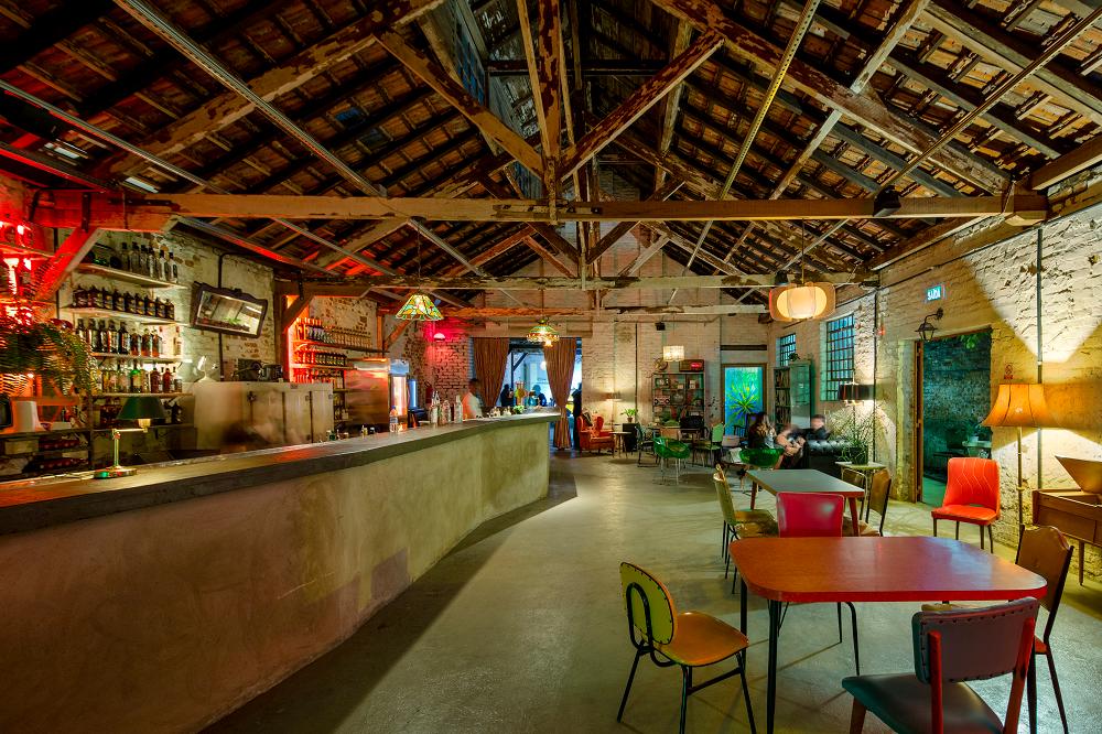 O Bar Agulha se destaca pela programação cultural e a originalidade da proposta instaurada num galpão do bairro São Geraldo (Fotos/Divulgação)