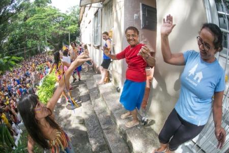 Comunidade do IAPI participa do carnaval do bloco