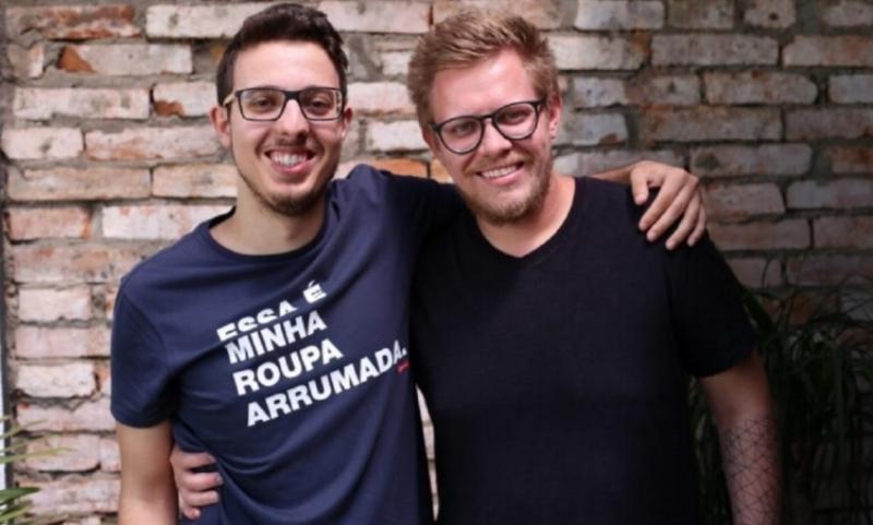 Guilherme (à esq.) e Eduardo, primos e sócios da Dobra, que nasceu num projeto em sala de aula e deverá faturar R$ 3,5 milhões em 2018