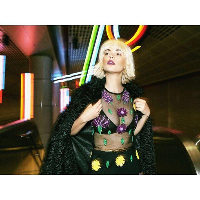 Getting through Wednesday like 💫  Model// @terrajo  Photo// @brittneychristie  Stylist// @_oliviamagdaleno  Makeup// @meg.o.mua  Hair// @_beautybyriss_  #losangeleshair #losangelesmakeupartist #fashion #downtownla #photography #redken #bumbleandbumble #oribe #sexyhair #randcohair #theouai #blondehair #bobhaircut