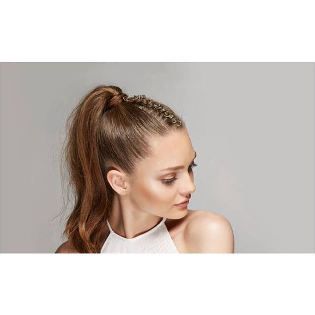 Adding rings/accessories to your ponytails is a must🦄  Hair// @chrisappleton1 X @petercutshair  Makeup// @_beautybyriss_  Model// @katiusha_feofanova  Photo// @davidthepadilla  @colorwowhair @forever21  #forever21#beauty#hair#makeupartist#colorwowhair#tutorial#howto#ponytail#summerlooks#chrisappleton#megoharebeauty#beautybyriss#dewy#glowymakeup