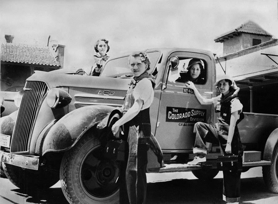 female truck drivers 1944.jpg