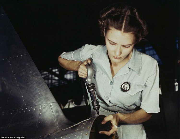 Women-of-ww2-riveting-aircraft-light-dress.jpg