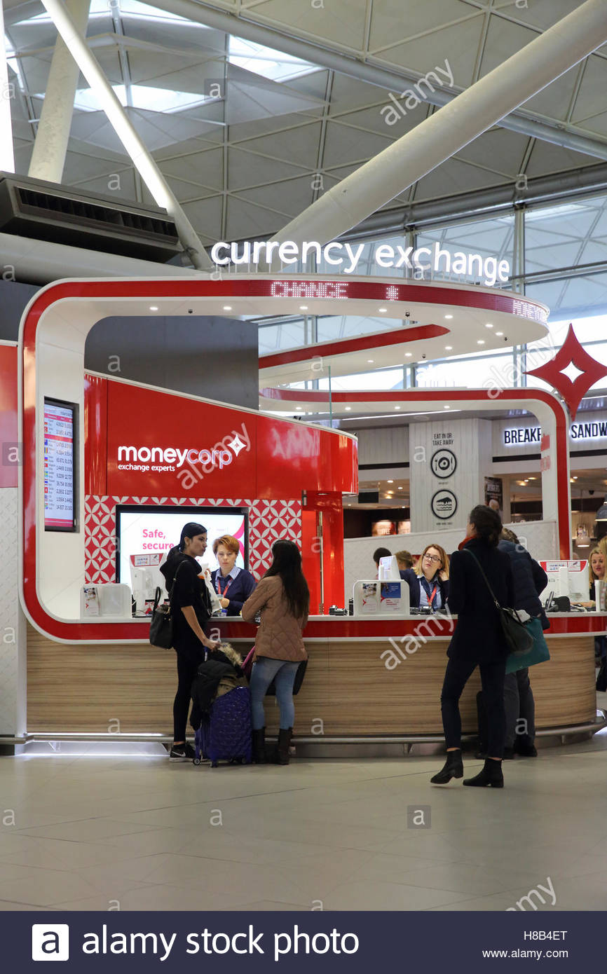 the-currency-exchange-bureau-at-london-stansted-airport-in-england-H8B4ET.jpg
