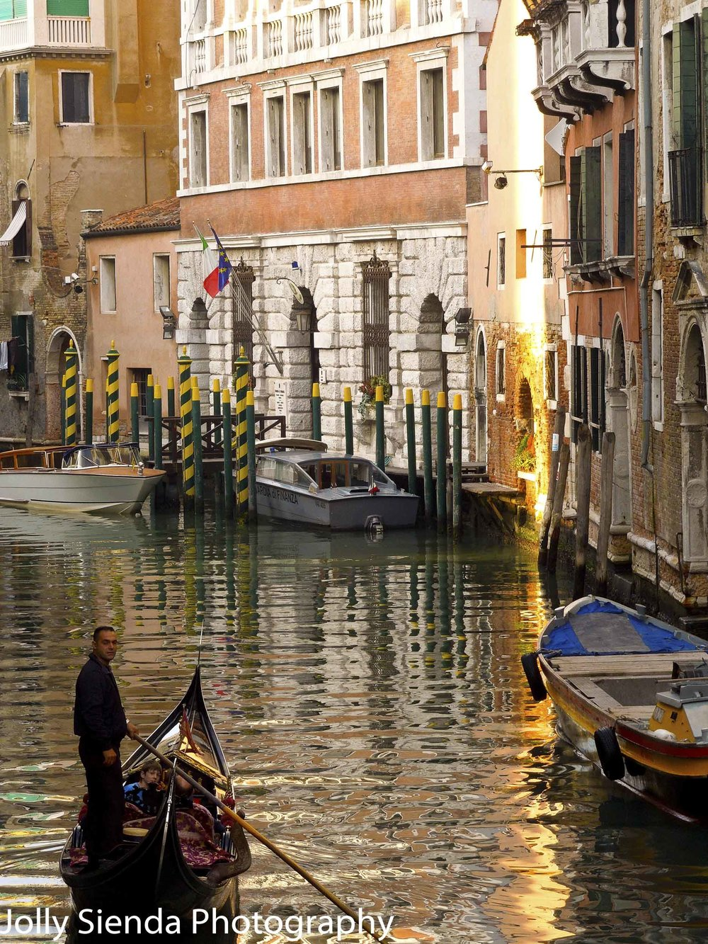 Afternoon light on the gondolier