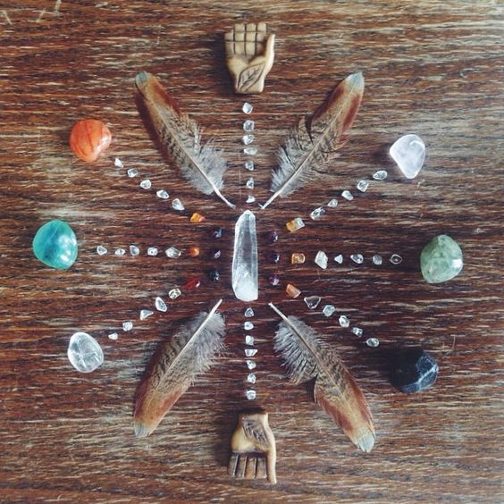 pic via Free People Blog | tbh I don't have enough space in my house OR small baby crystals like this to make something so lovely.
