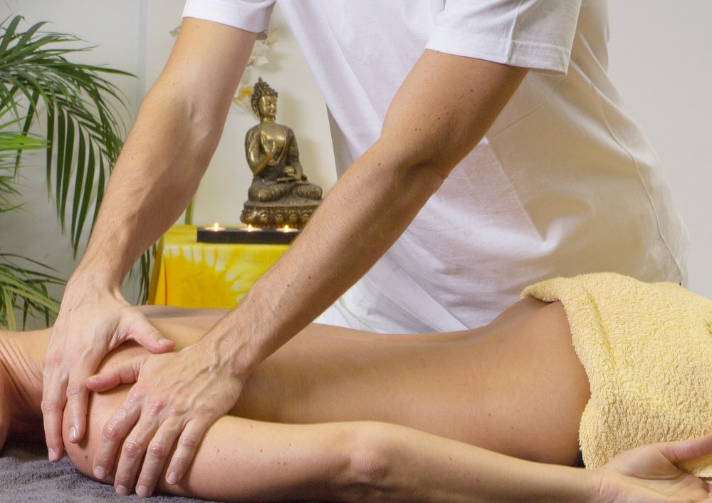 Lomi Lomi - A soothing nurturing massage, using fluid & rhythmic motion, much like ocean waves across your body, works with your body's natural energy flow. Long, sweeping full-body strokes & forearm pressure.