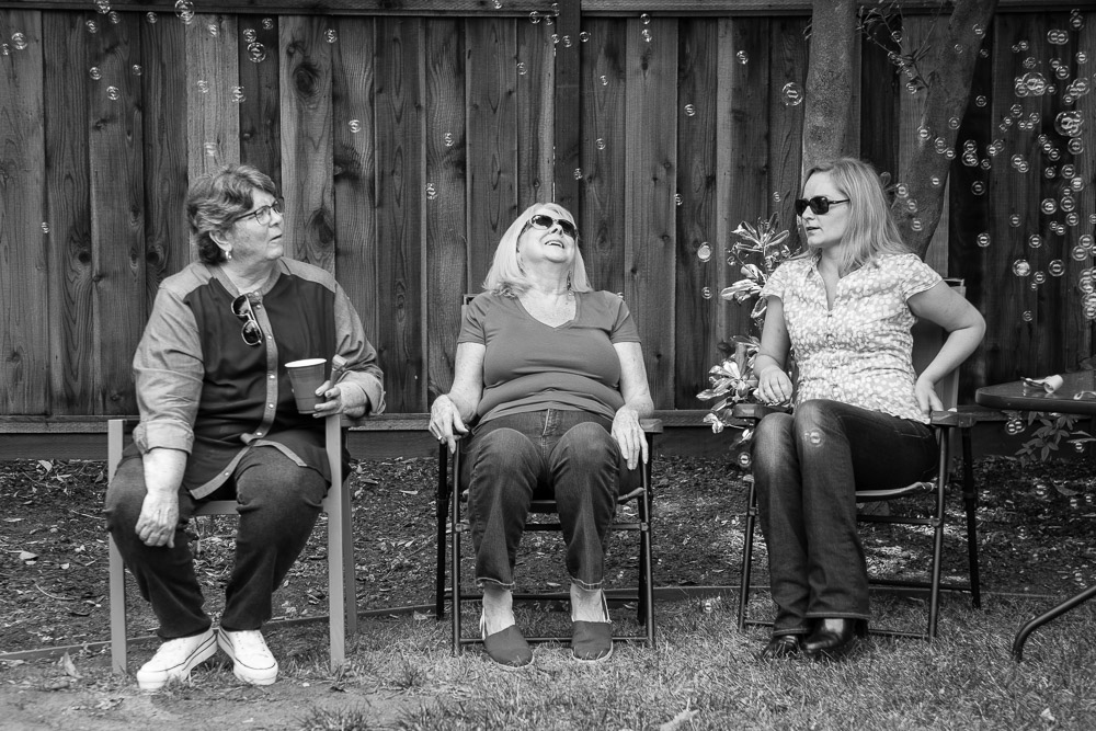Women watching bubbles - Mountain View Family and Birthday Party Photography
