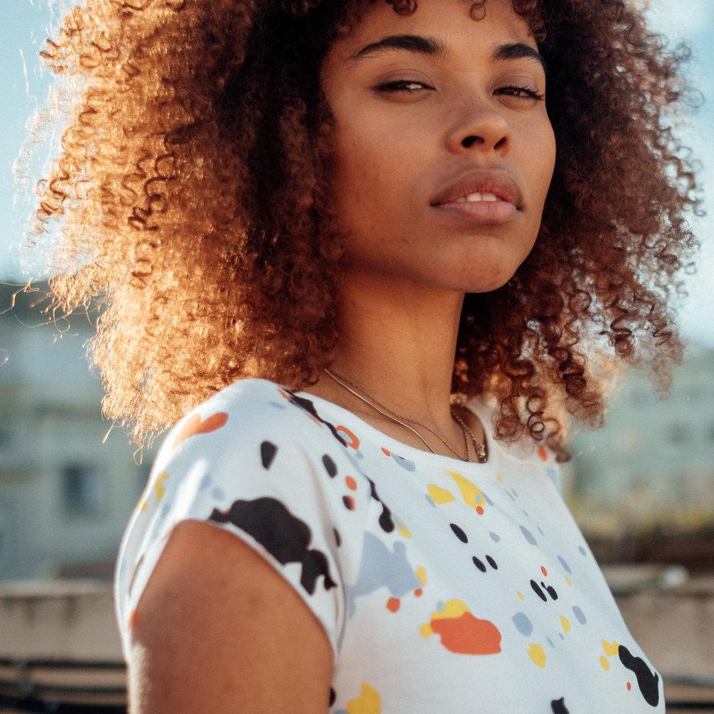HERZBLUT & ENERGIE - Markantes, minimalistisches, energiegeladenes Grafikdesign trifft ökologisch und fair produzierte Kleidung. Ohne Kompromisse, mit Liebe zum Detail entsteht Design Kleidung.