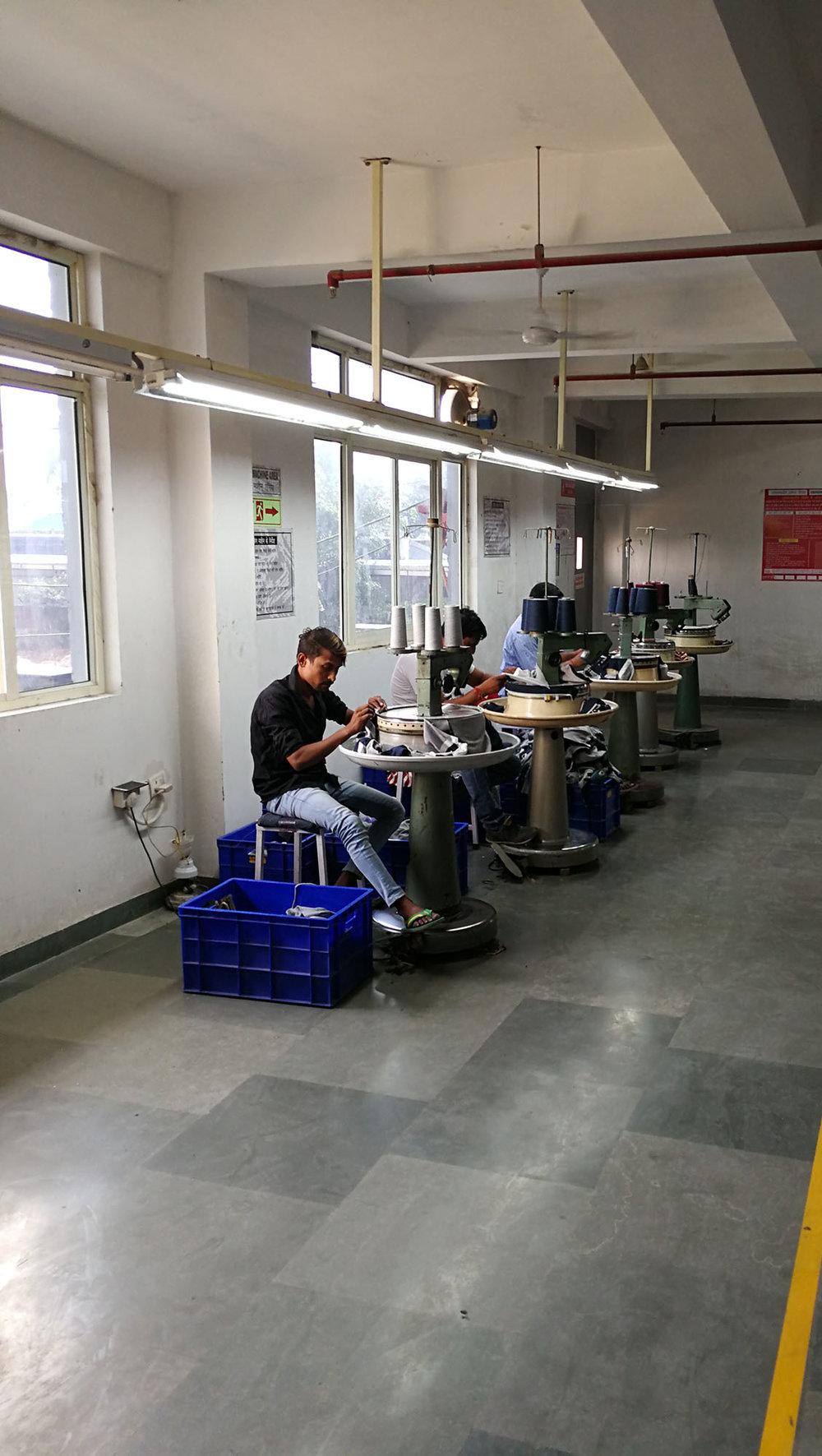 Halbautomatischer Run dstrick | Semi-automatic circular knitting