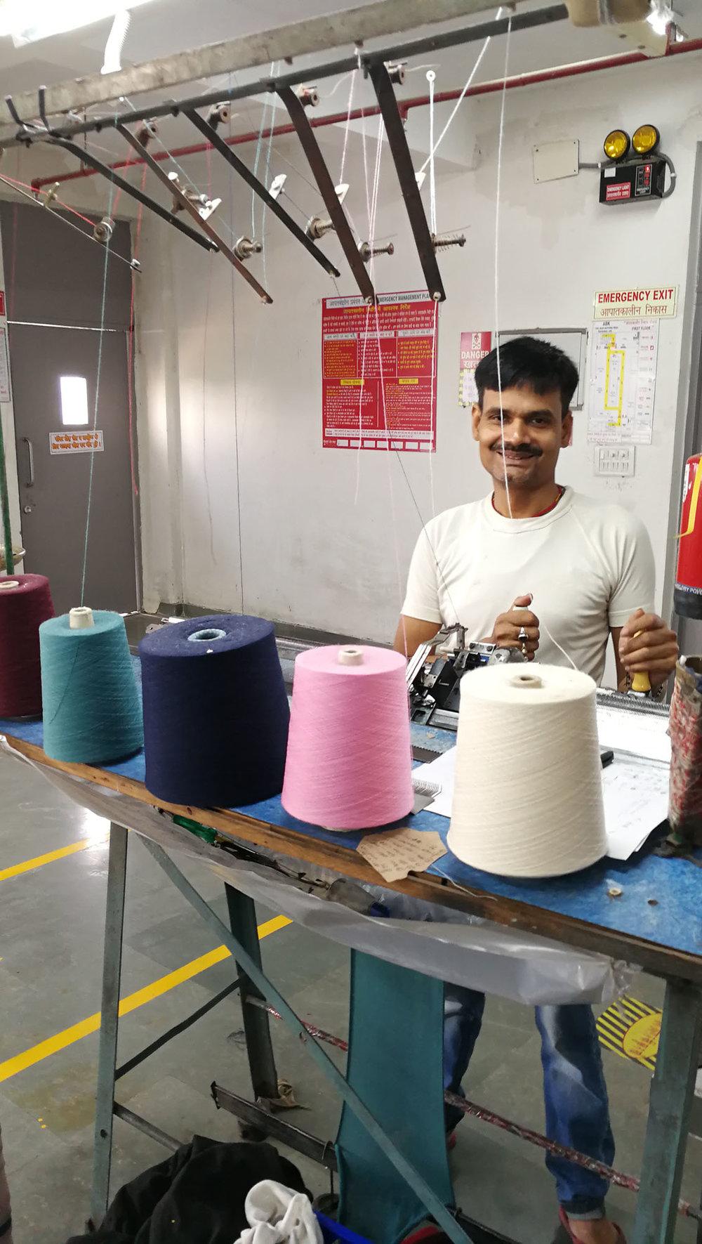 Halbautomatischer Flachstrick |  Semi-automatic flat knitting