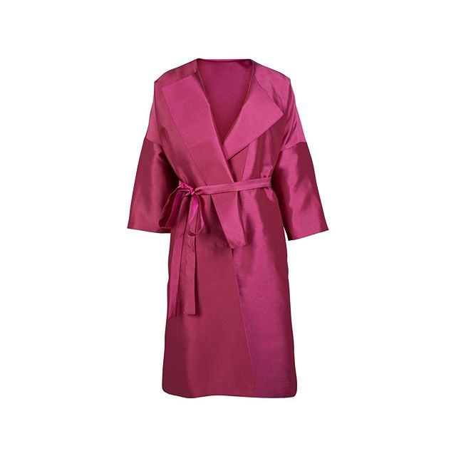 Introducing our new oversized silk coats! Ready for pre-order now. Relaxed silk coats which won't leave you looking too mother of the bridey. Click link in bio to shop  #silk #silkcoats #oversizedcoat