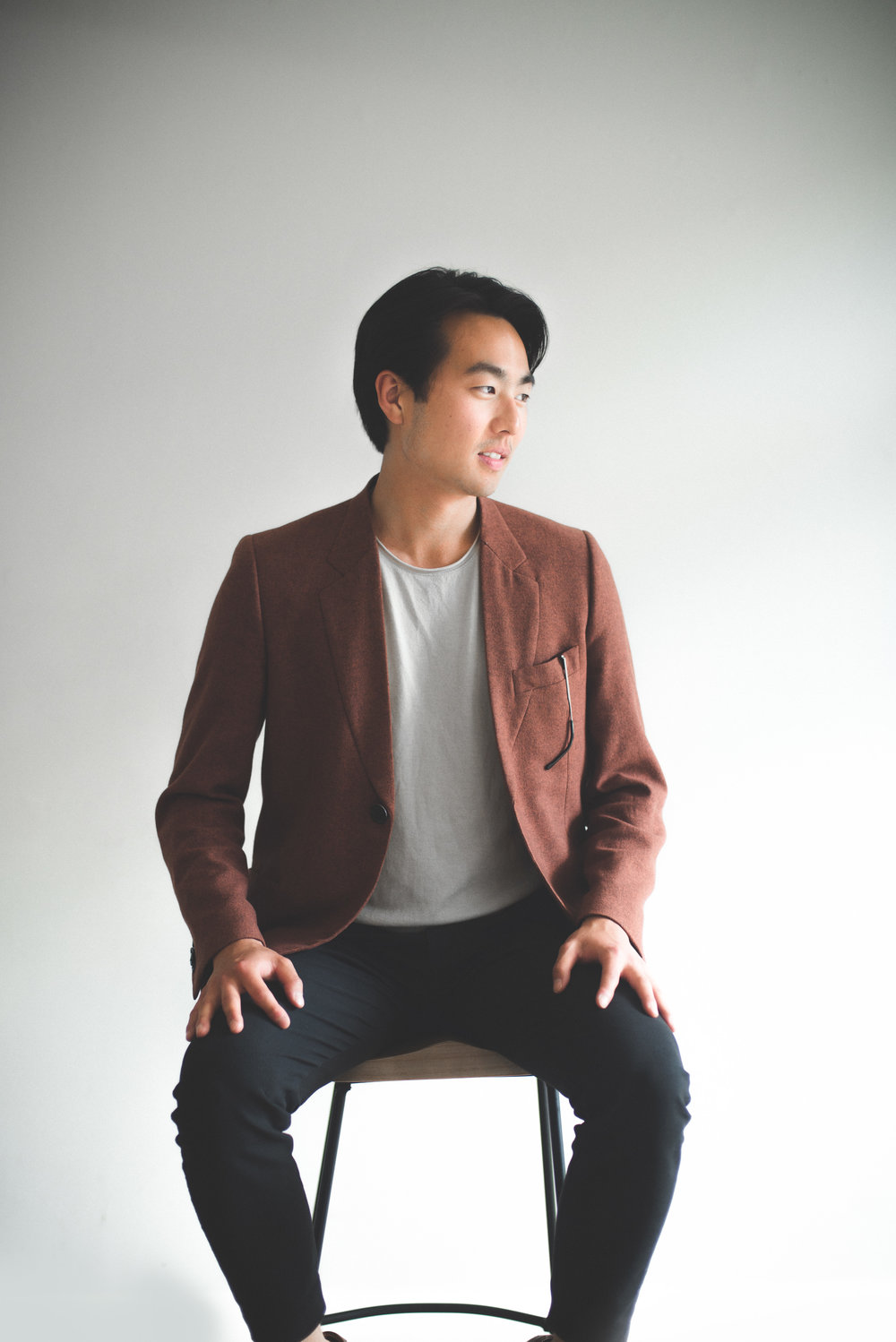 Juno Lee - Co-Founder (Business)Juno's background is in entrepreneurship through starting his own business at 18 -- manufacturing and distributing packaged F&B products in the US. He also worked in the music entertainment industry in Tokyo, releasing a self-produced single album with Lastrum Music Group at 17. Juno is currently concluding a management degree at the University of St Andrews, where he met Alex.South Korean by birth, Juno has spent numerous years both living and studying in Tokyo, Japan and Vermont, USA.juno@combinico.com