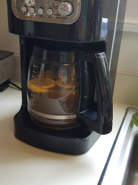 - I'm keeping a pot of mulled cider going in the large coffee maker all day: a cinnamon stick and lemon slices steeping in it. I'll add a splash of cranberry juice – maybe.