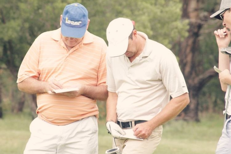 If you want to know how to figure out your golf handicap you need to know the right way to go about it. Learn how easy it is to figure out your golf handicap by following these steps so you an focus on playing better golf and lowering your scores.