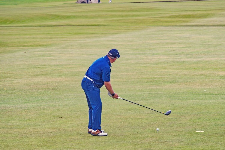 How to stop blocking golf shots by getting the right set up at address