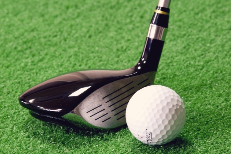 Golf drivers and golf putters are a bad choice of golf gift for the golf lover in your life