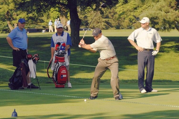 Giving out golf tips is a bad way to perform golf course etiquette