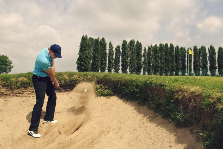 If you want to know how to play sand bunker shots like a pro you need to get the right information. Learn the skills and technique you need to play great sand bunker shots and get up and down for par more often.